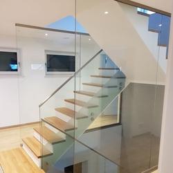 treppengel nder mit glas. Black Bedroom Furniture Sets. Home Design Ideas